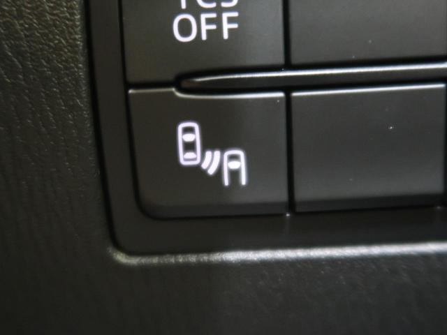 リアバンパーの内側に設置したレーダーで隣車線上の側方・後方から接近する車両を検知。ドアミラーの鏡面に備えたインジケーターの点灯で通知、警告します。また、バックの際に接近する車両を検知して警告します。