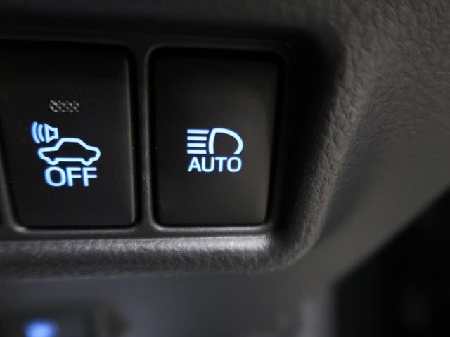 【ハーフレザーシート】運転席も広々としています。長距離運転をする際は疲れの軽減ができ快適に運転できることができるでしょう^^