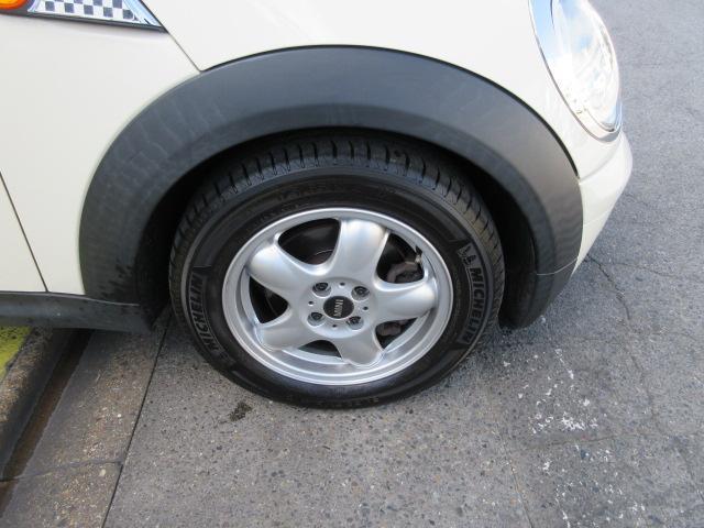 普通自動車の登録には印鑑証明・実印・車庫証明が必要となります。お早目の納車をご希望の場合は、事前にご用意頂きご来店頂けますと納車までがスムーズになります!ご不明な点はスタッフまでお気軽にお問合せ下さい