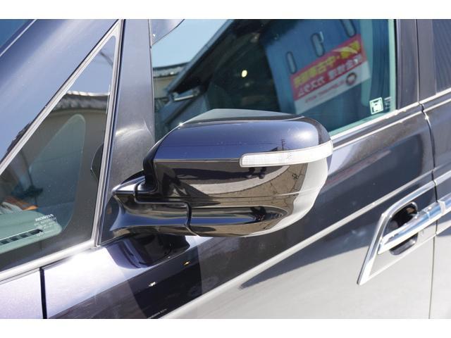 SG HDDナビスペシャルパッケージ 純正HDDナビ バックカメラ 黒半革シート 本革巻きステアリングホイール クルーズコントロール 両側電動スライド VENERDi19インチAW TEIN車高調 キセノンヘッドライト ビルトインETC(32枚目)