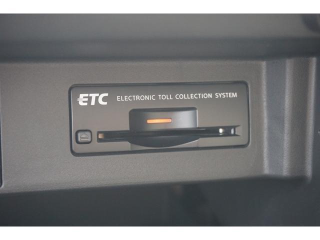 250GT Aパッケージ ワンオーナー車両 純正HDDナビ 全方位カメラ 電動シート カーボンフロントスポイラー WORK20インチAW BLITZ車高調 柿本改マフラー IMPULグリル トランクスポイラー OGSスロコン(9枚目)