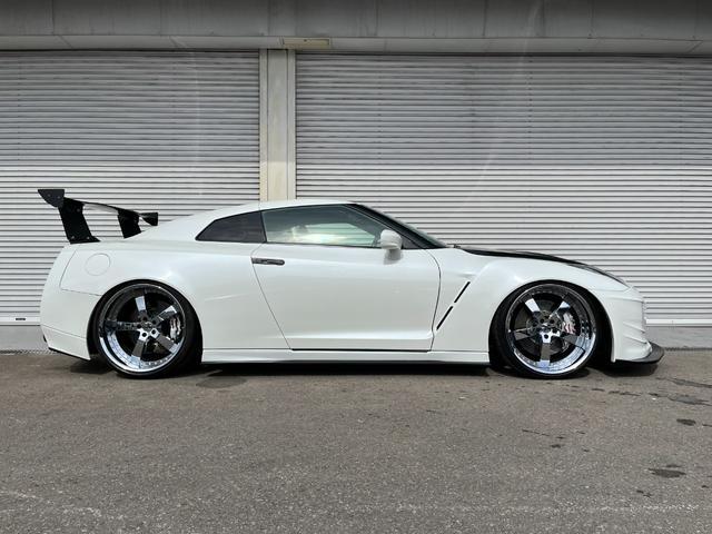 プレミアムエディション HKSGT800キット/845馬力/油圧リフタ/ワイドボディ/後期純正パールホワイト/オリジナル外装(13枚目)
