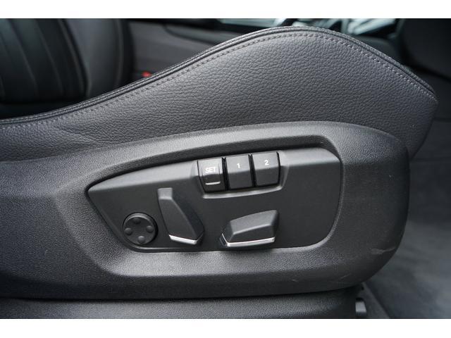 シート調整が電動でできます。微妙な調節まで可能ですので自分にフィットする位置に調整することが可能です。ラグジュアリーな装美ですので電動に動くシートにもまた高級感を感じさせられます。