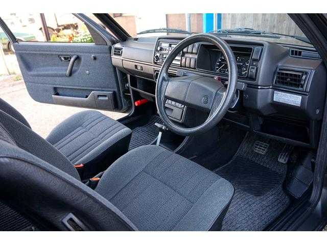 室内は新車当時のまま☆各所使用感の少ないクリーンな状態となっております。
