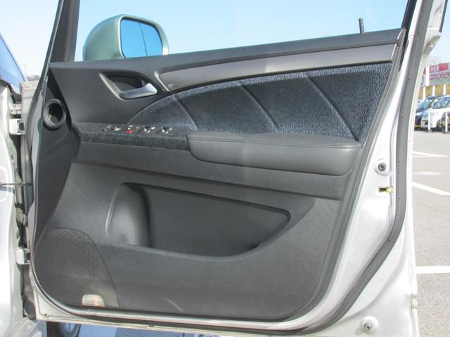 運転席のドアパネルも気になるキズが無く綺麗な程度です!