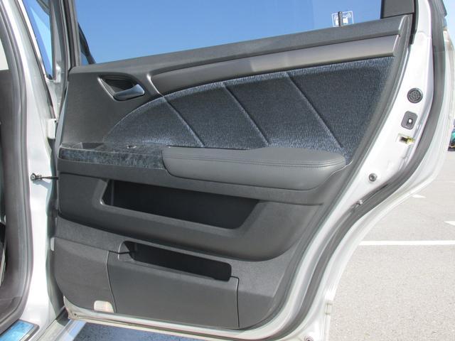運転席側の後部座席のドアパネルです!
