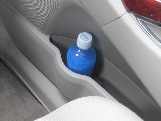 運転席ドアの内張りにもポケットが!使い勝手バッチリです☆