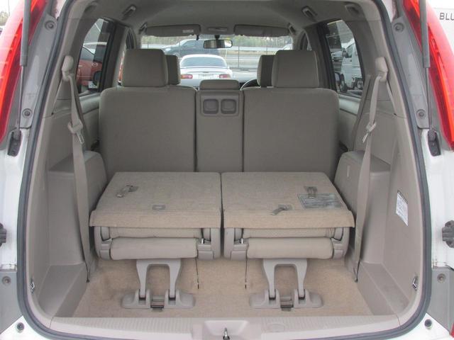 後方シートを前方に折りたたむことで、リアラゲージスペースを格段に広くできます!!何を載せてお出かけしましょうか??