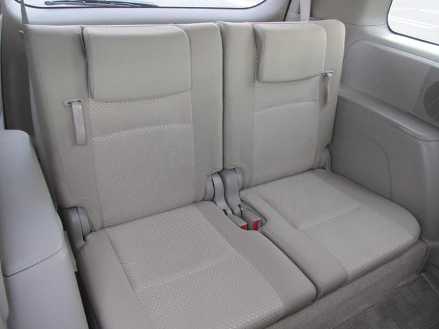 サードシートです!人を乗せるもよし、荷物を載せるも良し、使い勝手の良い3列シートです☆