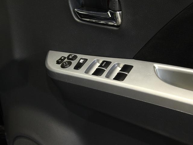 触れる機会の多い運転席ドアのスイッチも、綺麗な状態です!