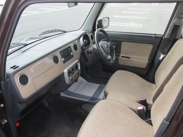使い勝手の良いベンチシートを採用。横の圧迫感を軽減し、シートを広く活用できます。