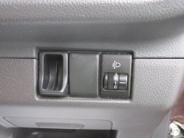 光軸調整ダイヤルもあります。対向車に配慮してヘッドライトの光の角度を下げることができます。