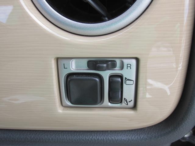 電動格納式ミラーのスイッチです。