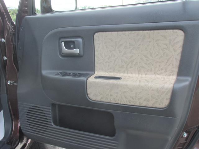 運転席ドアの内張パネルは綺麗です。