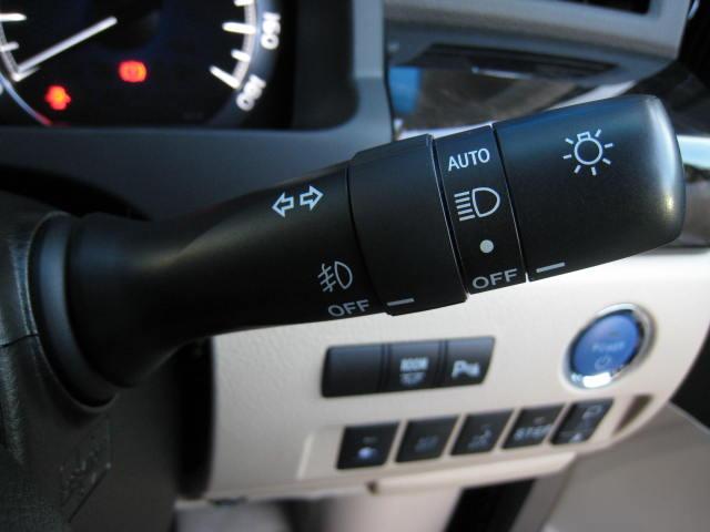 ★プレミアム本革シート(ベンチレーション&快適温熱、シートポジションメモリー・リターン、シートコントロールスイッチ)★マイコンプリセットドライビングポジションシステム(ドアミラー+運転席ポジション)