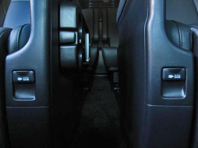 ★リモートスタート(スマートキー一体タイプ)★インテリアイルミネーション(2モードタイプ・4灯)★スカッフイルミネーション(ブルー)★ステップライト★モデリスタスマートフットライト(ホワイト)