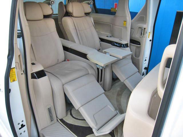 ★マイコンプリセットドライビングポジションシステム(ドアミラー+運転席ポジション)★快適温熱シート(運転席・助手席)★運転席&助手席パワーシート★運転席オートスライドアウェイ★助手席パワーオットマン