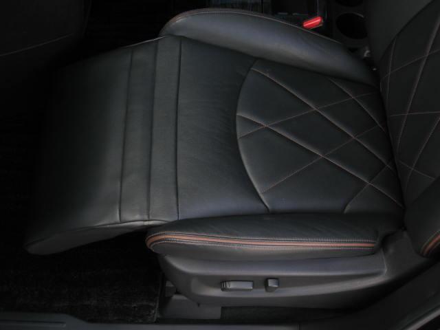 ★運転席パワーシート(スライド、リクライニング、前後独立リフター、ランバーサポート)★助手席パワーシート(スライド、リクライニング、オットマン)★寒冷地仕様(大型バッテリー、高濃度不凍液)