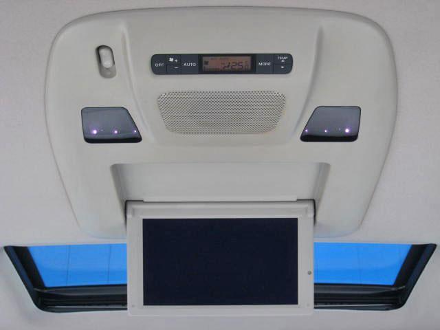 ★BOSE 5.1chサラウンド・サウンド付後席プライベートシアターシステム(後席11インチワイドディスプレイ、13スピーカー、後席リモコン、回転イヤーパッド付ワイヤレスヘッドフォン2個)