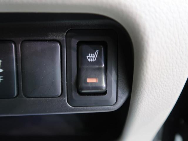 【運転席シートヒーター】スイッチをいれると、運転席のシート自体が暖かくなる機能です。「暖房は体調崩すからちょっと・・・」という方にもお勧めです。