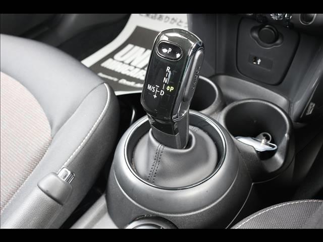 3ドア ONE ヴィクトリア 特別仕様車 ワンオーナー 純正HDDナビ ETC車載器 マルチファンクションステアリング アームレスト LEDヘッドライト 純正15インチアルミ USBポート アイドリングストップ(4枚目)