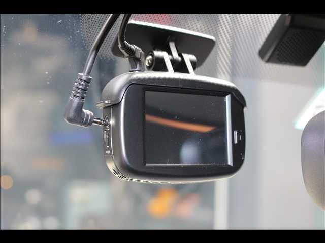 3ドア ONE ヴィクトリア 特別仕様車 ワンオーナー 純正HDDナビ ETC車載器 マルチファンクションステアリング アームレスト LEDヘッドライト 純正15インチアルミ USBポート アイドリングストップ(9枚目)