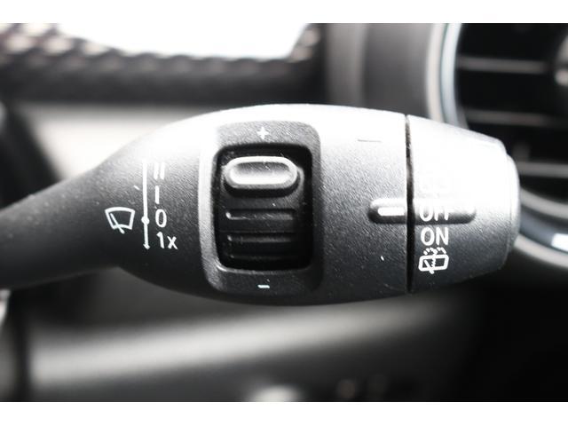 5ドア COOPER SD RHD GIGAMOTアルミ 純正HDDナビ バックカメラ ミラーETC マルチファンクションステアリング クルーズコントロール コンフォートアクセス MINIドライビングモード アームレスト PDC(35枚目)