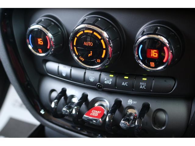 一年中快適なドライブをお楽しみいただけるフルオートエアコン装備。左右独立で温度設定可能ですよ。