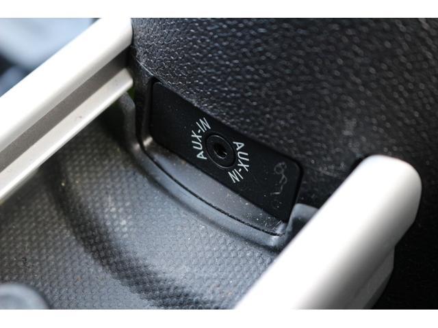 AUX装備。ipodなどの音楽プレーヤーを接続して楽しむことができますよ。