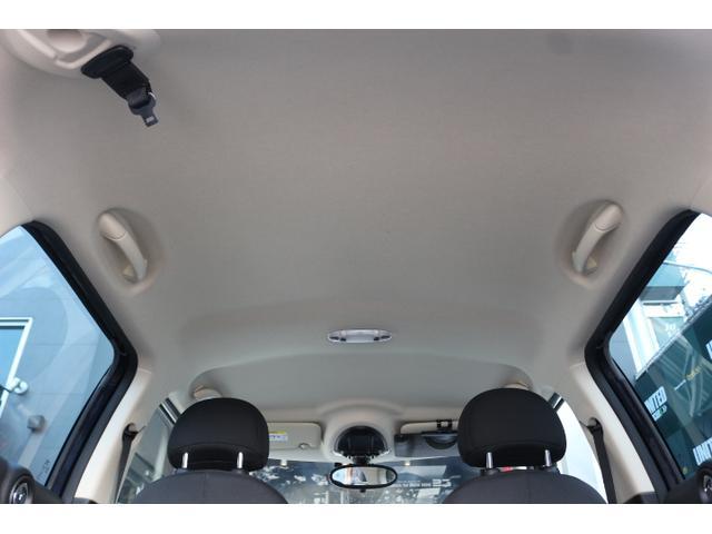 天井もシミや汚れも少なく綺麗な状態です。内装除菌コーティングのオプションもございますのでご相談下さい。