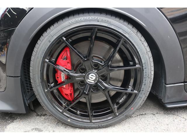 ジョンクーパーワークス コンバーチブル 新品SPARCO17インチAW 新品BLITZ車高調 新品GIGAMOTフロントリップ&サイドディフューザー 純正ナビ クルコン スマートキー ダイナミカシート ドライビングモード PDC(5枚目)