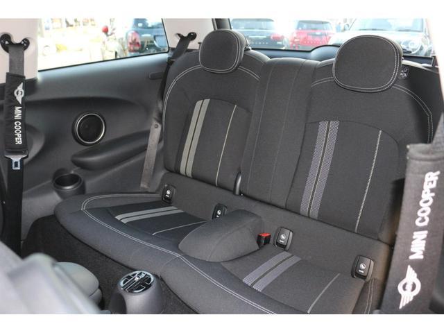 クーパーS GIGAMOTフロントリップ&17インチアルミ&ブルーミラー Bカメラ サンルーフ コンフォートアクセス ヘッドアップディスプレイ インテリジェントセーフティ ドライビングモード シートヒーター(18枚目)