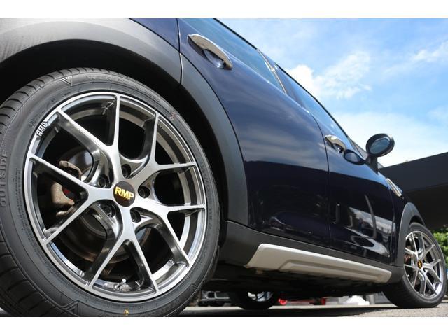 クーパーD クロスオーバー ブラックデザインパッケージ RMP18インチアルミ H&Rダウンサス HIDヘッドライト オートライト 純正17インチアルミホイール ETC車載器 AUXポート プッシュスタート MTモード(21枚目)