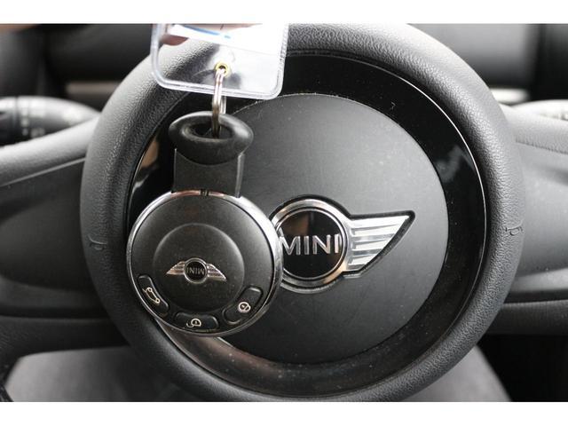 クーパーD クロスオーバー ブラックデザインパッケージ RMP18インチアルミ H&Rダウンサス HIDヘッドライト オートライト 純正17インチアルミホイール ETC車載器 AUXポート プッシュスタート MTモード(31枚目)