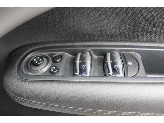 クーパーD クロスオーバー ブラックデザインパッケージ RMP18インチアルミ H&Rダウンサス HIDヘッドライト オートライト 純正17インチアルミホイール ETC車載器 AUXポート プッシュスタート MTモード(38枚目)
