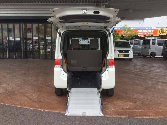 スローパーリアシート付仕様車 ナビ ワンセグTV CDチューナー キーレス エアコン フォグランプ 14インチアルミホイール(4枚目)