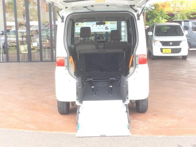 スローパーリアシート付仕様車 ナビ ワンセグTV CDチューナー キーレス エアコン フォグランプ 14インチアルミホイール(24枚目)