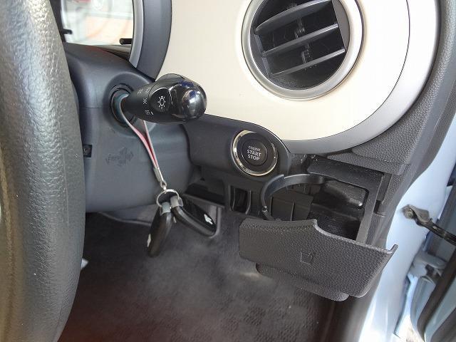 運転席側カップホルダーはこちらにあります★キーレスプッシュエンジンスタートスイッチもこちら★