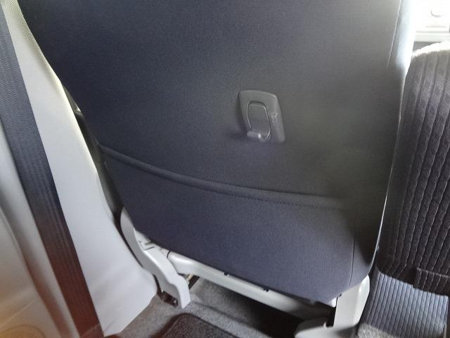 助手席シートバックには使い勝手の良い収納ポケットやショッピングフックがあります★