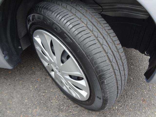 タイヤの溝もまだまだ残っていますよ★こちらのお車は国道19号沿い、上野町の交差点にある本社展示場に展示してありますので近くを通った際にはぜひ寄ってみてくださいね★