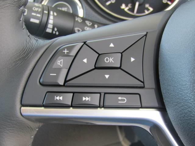 運転時操作もラクラク安心のステアリングリモコン付き。