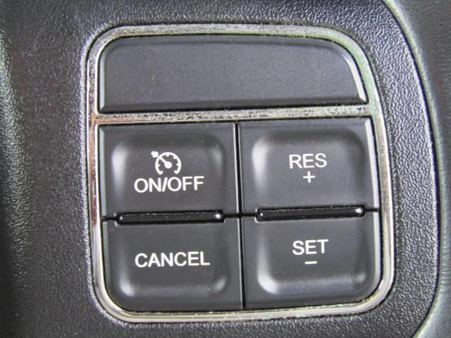 クルーズコントロールを装備。アクセルを踏まなくても設定速度で走り続けれますので、長距離ドライブで活躍する装備です!