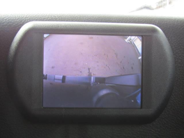 死角の多いSUVにはあると便利なサイドカメラ付き。