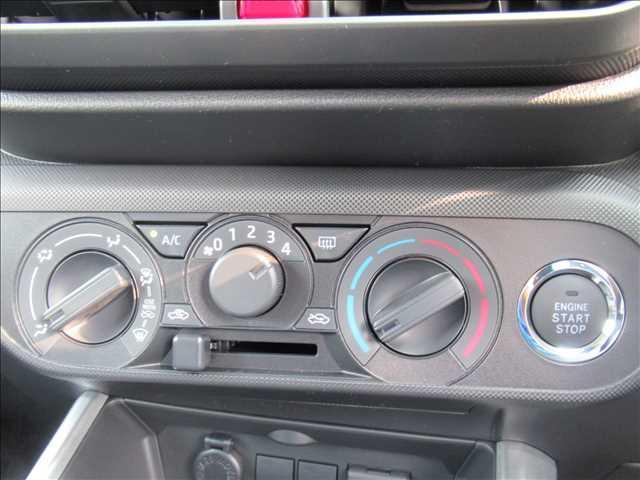 X S トヨタセーフティセンス 新車未登録 クリアランスソナー アイドリングストップ 純正16inスチールホイール スマートキー プッシュスタート(9枚目)