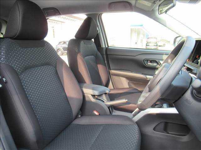 X S トヨタセーフティセンス 新車未登録 クリアランスソナー アイドリングストップ 純正16inスチールホイール スマートキー プッシュスタート(10枚目)