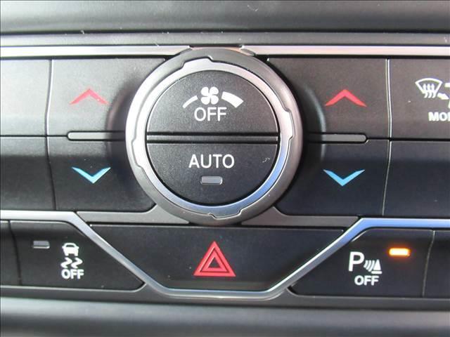 スポーツ 現行 ディスプレイオーディオ サイド・バックカメラ アップルカープレイ クリアランスソナー 純正アルミ フォグランプ USBポート ダウンヒルアシストコントロール 4WD(8枚目)