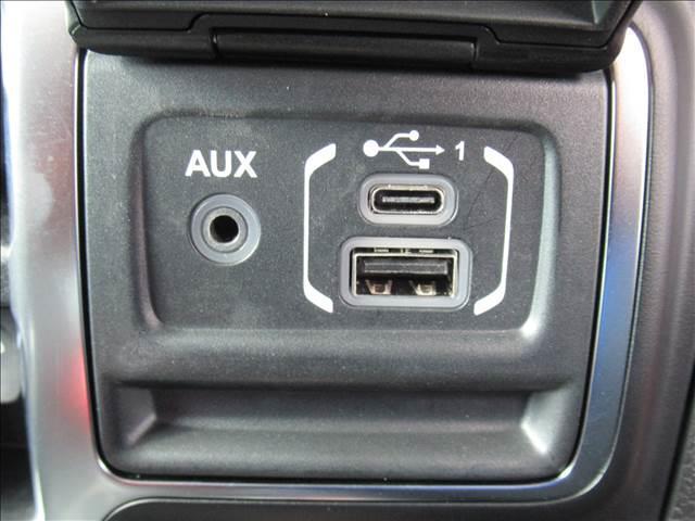 スポーツ 現行 ディスプレイオーディオ サイド・バックカメラ アップルカープレイ クリアランスソナー 純正アルミ フォグランプ USBポート ダウンヒルアシストコントロール 4WD(9枚目)