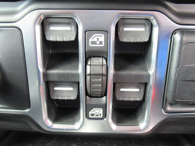 スポーツ 現行 ディスプレイオーディオ サイド・バックカメラ アップルカープレイ クリアランスソナー 純正アルミ フォグランプ USBポート ダウンヒルアシストコントロール 4WD(57枚目)