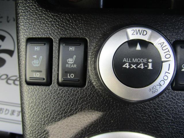 4WDと2WDの切り替え式ダイヤル付き。全席シートヒーター搭載なので冬場には温かく乗車ができます。