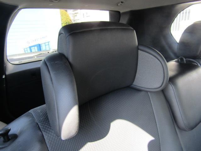 リラックスヘッドレスト付き。遠方までのドライブで寝てしまっても頭をサポートしてくれます。